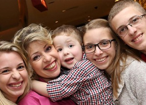 Lenia-Luz-e-seus-quatro-filhos