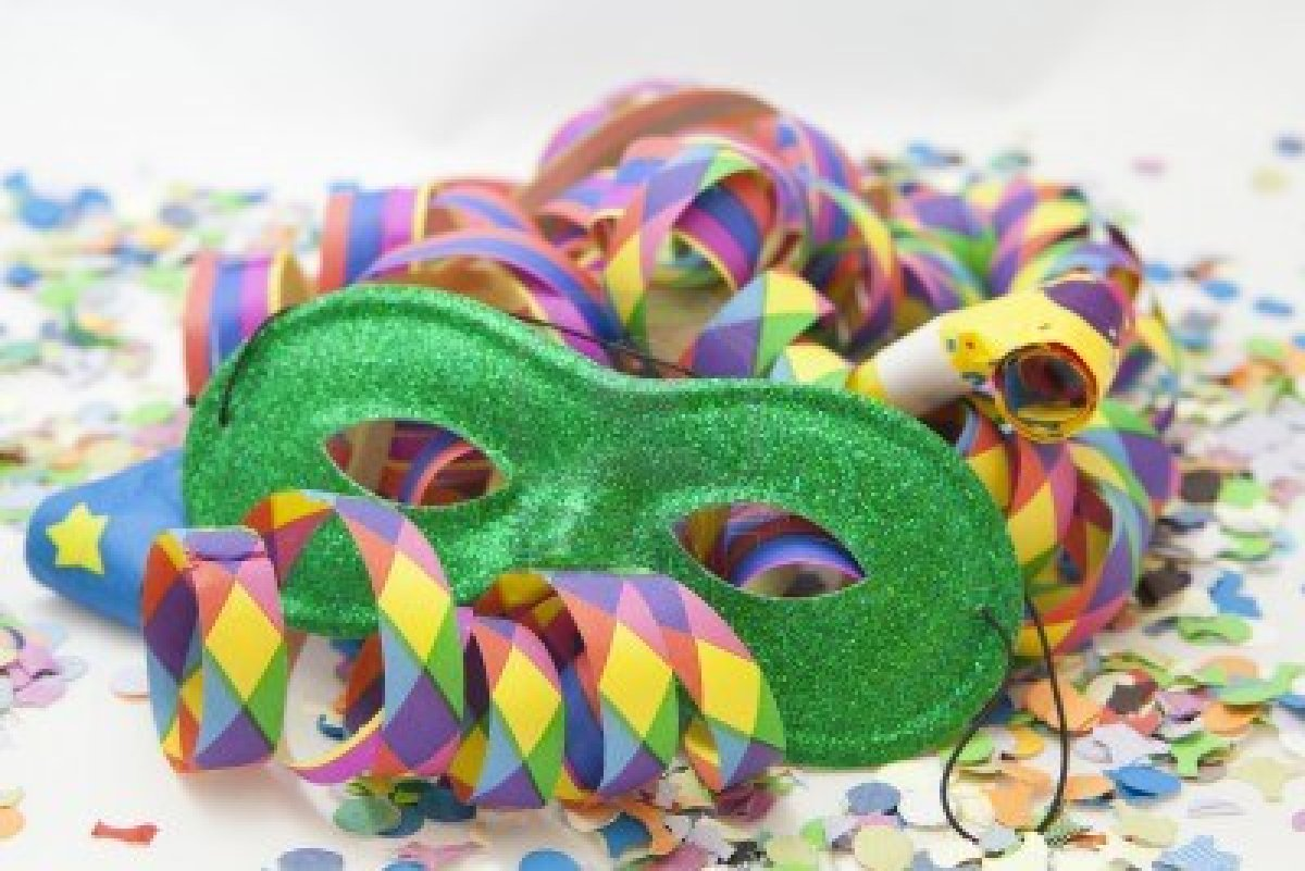 12112591-colorful-carnival-background-with-stripes-and-mask